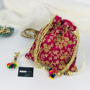Handbags - 💥NEW💥Boho Chic Embroidered Drawstring Clutch Bag